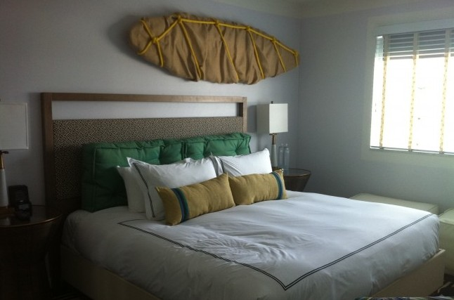 Guestroom at Surfcomber, Kimpton