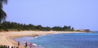 Montones Beach in Isabela, one of the many towns in Porta del Sol.