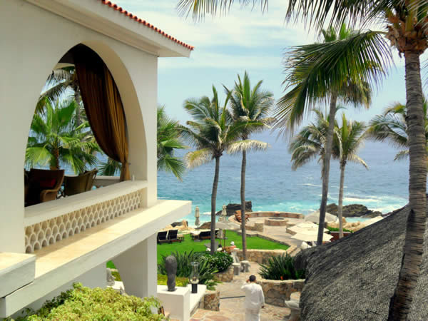 Clients can opt for a beachfront wedding at One&Only Palmilla