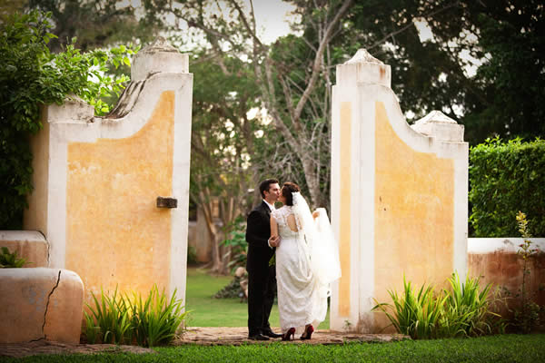 A hacienda-style wedding is as romantic as it is luxurious.