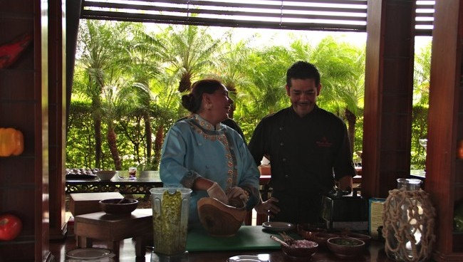 Celebrity chef Mannet Chauhan and Four Seasons Costa Rica's chef, Mario Alcocer.