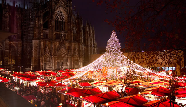On the Viking River Cruises' Rhine Getaway itinerary, travelers visit a Christmas Market in Cologne, Germany. (Photo courtesy of KolnTourismus GmbH.)