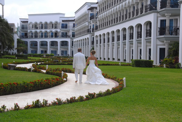 Real Resorts offers several resorts in Mexico for couples to choose from
