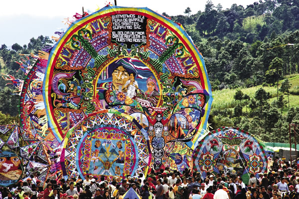 Barriletes gigantes are used in the Highlands during festivals.