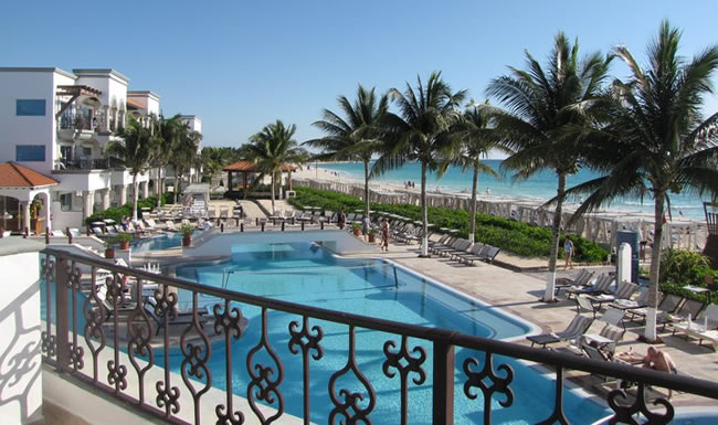 The Royal Playa del Carmen in Mexico is one of the resorts featured in the bonus cash promotion.