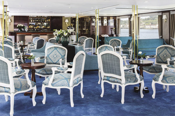 Queen Isabel offers sumptuous common spaces.