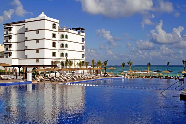 Live lavishly with Grand Residences Riviera Cancun's romantic getaway package.