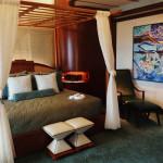 Deluxe 1-bedroom suite.