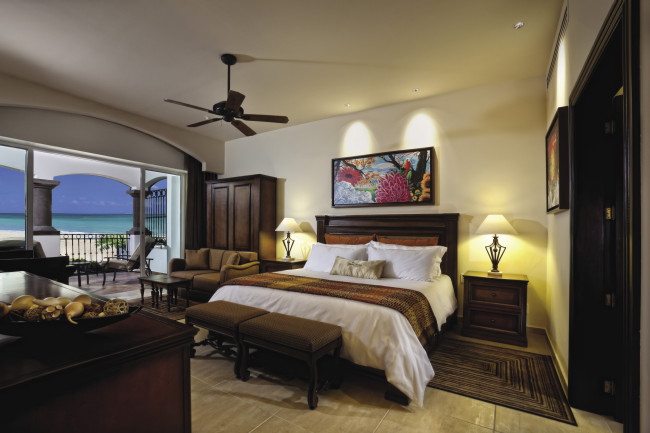 Master Suite bedroom at Grand Residences Riviera Cancun.