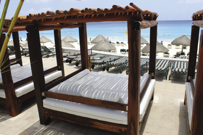 JW Marriott Cancun REsort & Spa daybed
