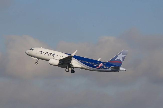 LAN's Breast Cancer Awareness plane.
