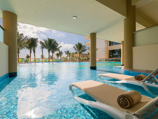 View from the oceanfront Jacuzzi Suite swim up room. (Photo credit: Generations Riviera Maya.)