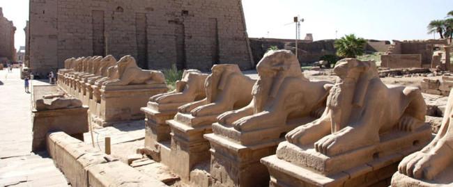 Luxor_the-sphinx-avenue---karnak-temple