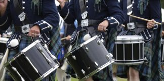 Guests can take in a Scottish pipe band while touring with Kensington Tours.