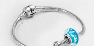 Agents can enter to win a Love Beach bead for their Tell Your Own Love Story Sandals Silver bracelet.