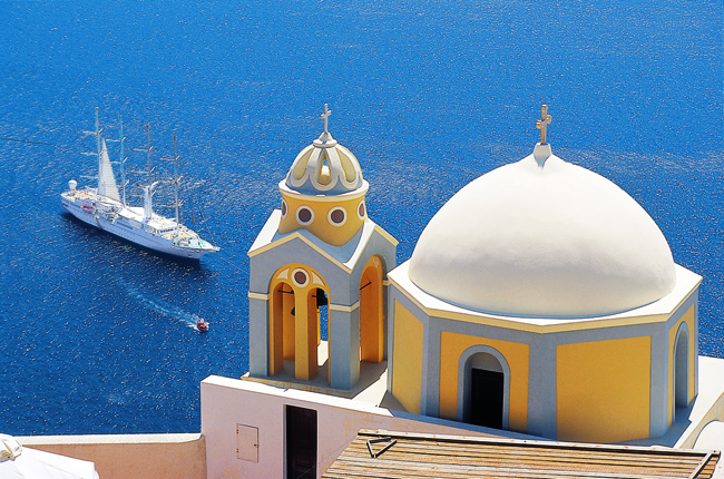 Visit Santorini with Classic Vacations. (Photo courtesy of Windstar Cruises.)