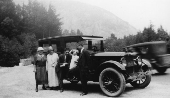 Arthur Tauck, Sr. leading his first tour in 1925.