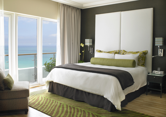 <strong>The Palms Hotel &amp; Spa</strong> 1-bedroom suite.