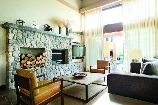 Villa master suite living room at Grace Cafayate.