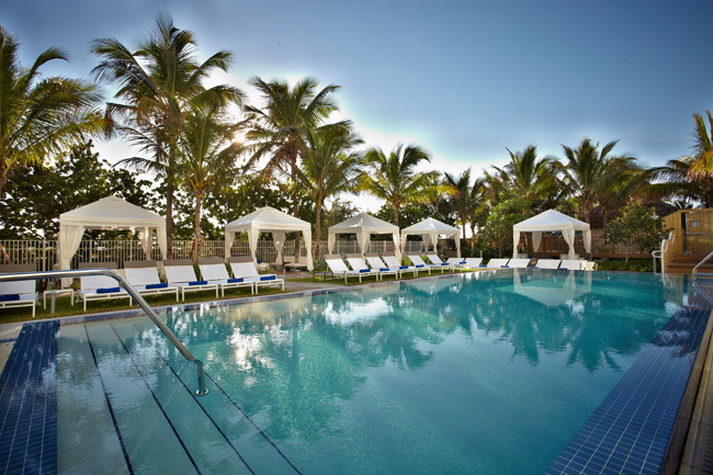 Pooside at Courtyard Cadillac Miami Beach.