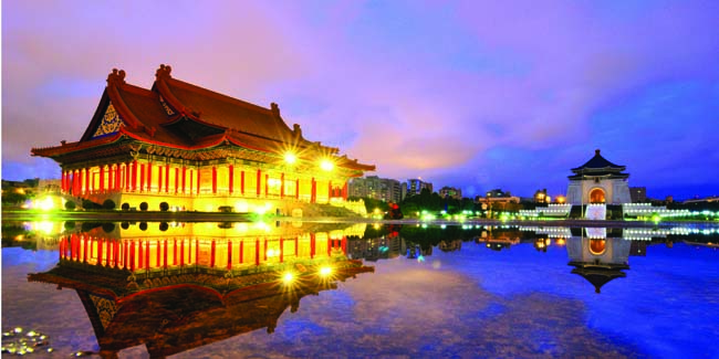 The National Concert Hall, Chiang Kai-shek Memorial Hall, in Taipei. (Photo courtesy of SITA Tours.)