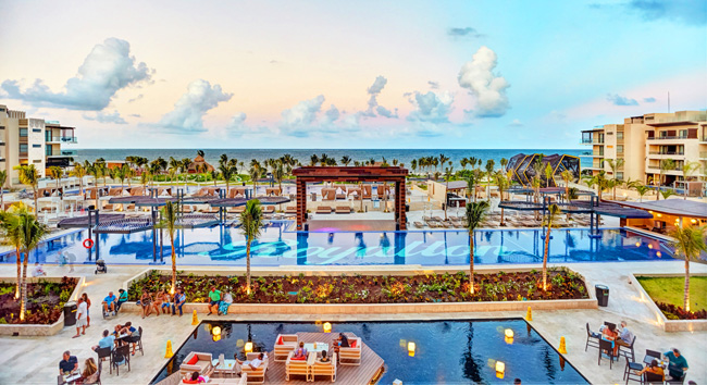 The pool at the Royalton Riviera Cancun.