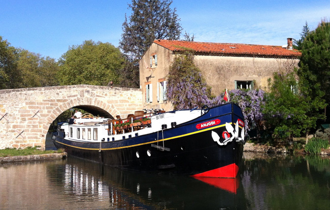 Guests who book select spring 2016 with European Waterways receive a 10 percent discount per cabin.
