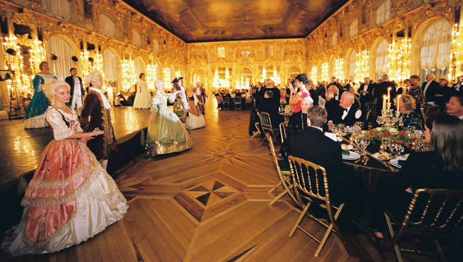 Thehighlight of MIR Corporation's newRussian Winter Wonderlandtour isa lavish New Year's Eve Czar's Ball in Catherine's Palace.