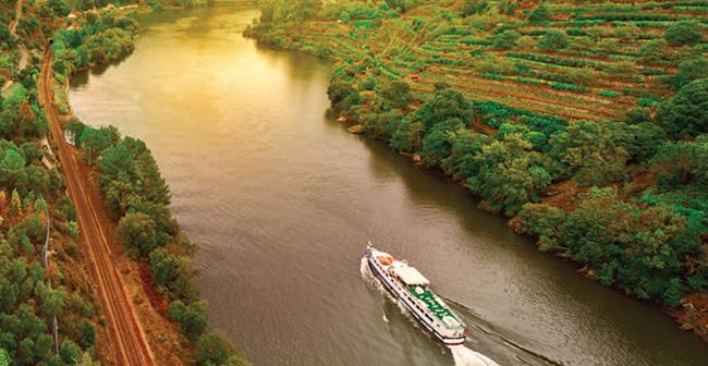 Enchanting River Cruises 9-dayHolland Waterways Tulip Time River Cruise sails Hollands waterways and countryside spring 2016.