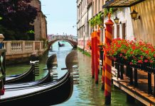 CostSaver offers a 7-day Jewels of Italy itinerary that includes a visit to Venice.