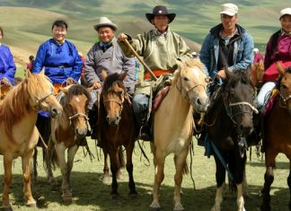 OnFar and High Travel'sMongolia FAM, guests have theopportunity to horseback ride in the Gobi Desert.