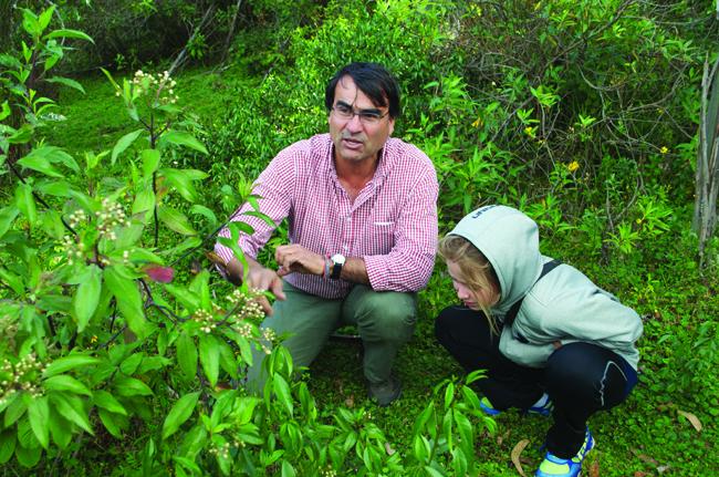 Fernando briefs Morgan on campsite plans. (Carla Hunt)
