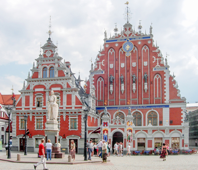 International Travel Experts' The Baltics FAM includes a walking tour of the city with a visit to The House of the Blackheads in Riga, Latvia.