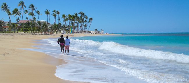 A couple strolls along the beach at Chic Punta Cana. (Photo credit: Ed Wetschler)