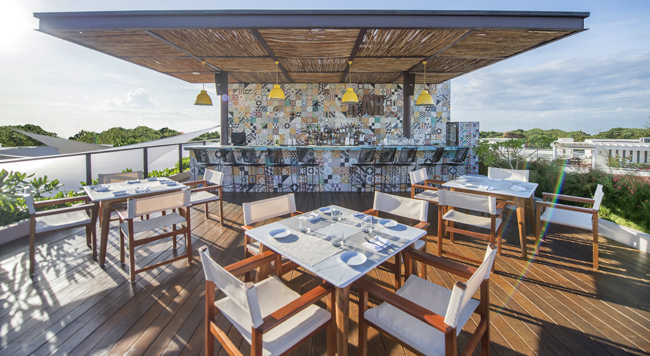 One of the bars at Lat20 by Live Aqua Playa del Carmen All Inclusive Adults Only.