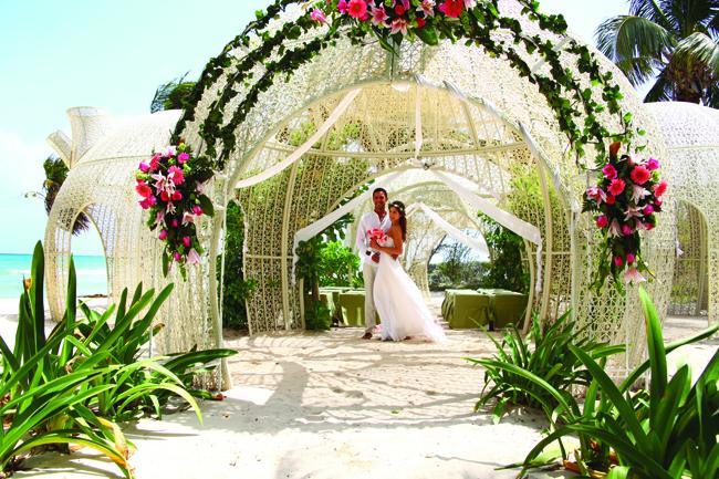 A wedding by the sea at Sandos Caracol Eco Resort in Playa del Carmen.