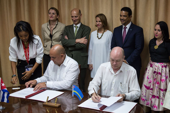 Members of Aruban and Cuban governments signing the countries' landmark cooperative agreement in Havana, Cuba.