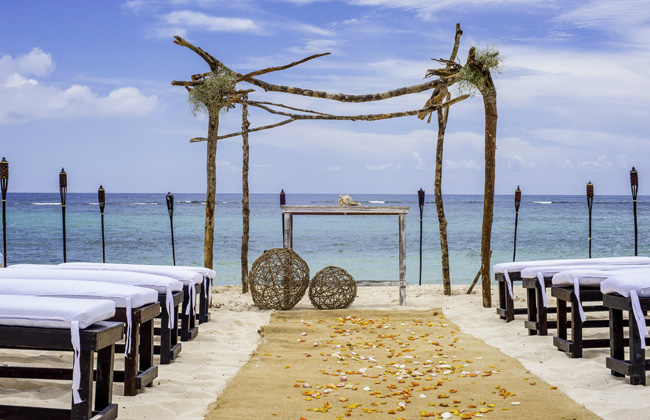 Oasis Hotels & Resorts' Mayan ceremony takes place at a special wedding location on the beach.