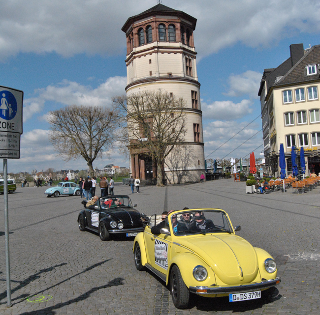 Dusseldorf Safari offers 90- to 150-minute guided sightseeing tours through Dusseldorf, Germany in historic VWs.
