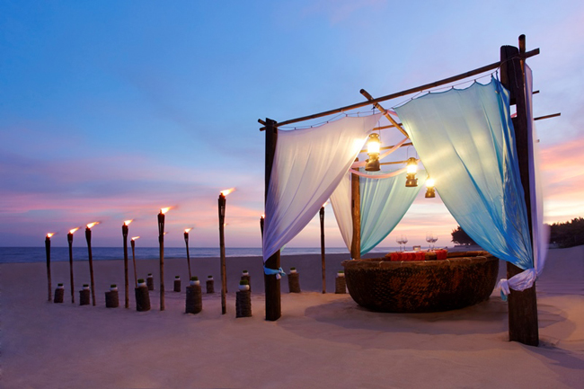 At the Anantara Mui Ne Resort, guests can enjoy a romantic dinner on the beach in a boat inspired by Vietnam's traditional thung boat.
