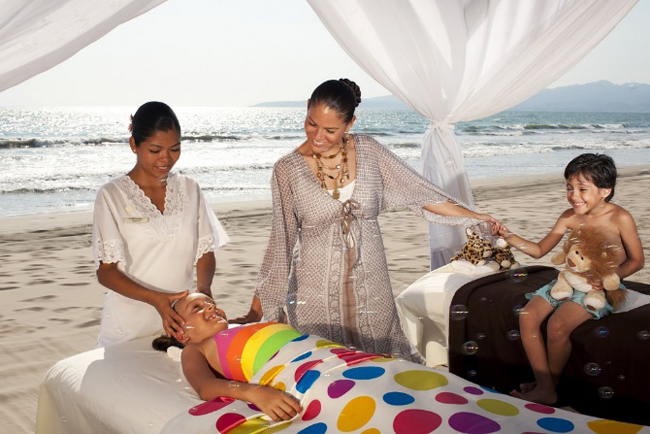 Velas Resortsis waiving the single supplement fee for single parents traveling with their children.