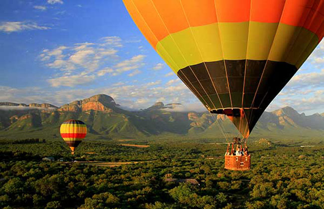 Lion World Travel's The Best of South Africa luxury safari includes a hot air balloon ride near the Drakensberg Escarpment.