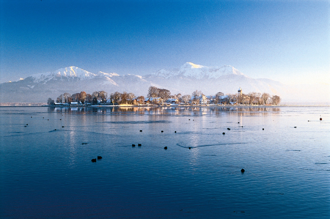 TheFraueninsel Market takes place on Bavaria's biggest lake, the Chiemsee. (Photo credit: Priener Tourismus GmbH)