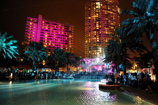 Fontainebleau Miami Beach's Ultimate VIP package for New Year's Eve includes the best table for Justin Bieber's New Year's Eve poolside performance.