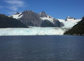 A 300-ft.-high glacier wall on Prince William Sound. (Paloma Villaverde de Rico)
