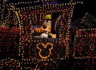 Disney's Electrical Parade returns to Disneyland January 2017. (Photo credit: Disneyland Resort.)