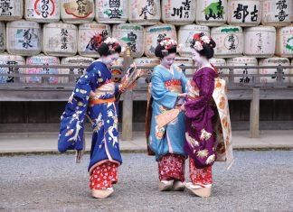Maiko in Matsuo Taisha Shrine, Kyoto. (Q Sawami JNTO)