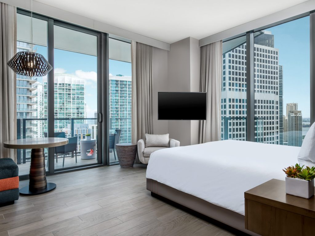 Corner King Guestroom with views of Biscayne Bay and the Miami skyline.