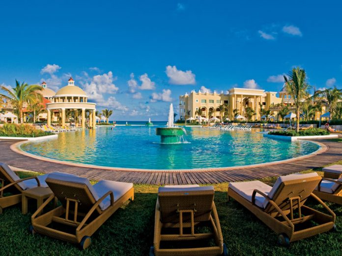 At IBEROSTAR's all-inclusive resorts, families and couples enjoy world-class dining, entertainment and spacious accommodations.