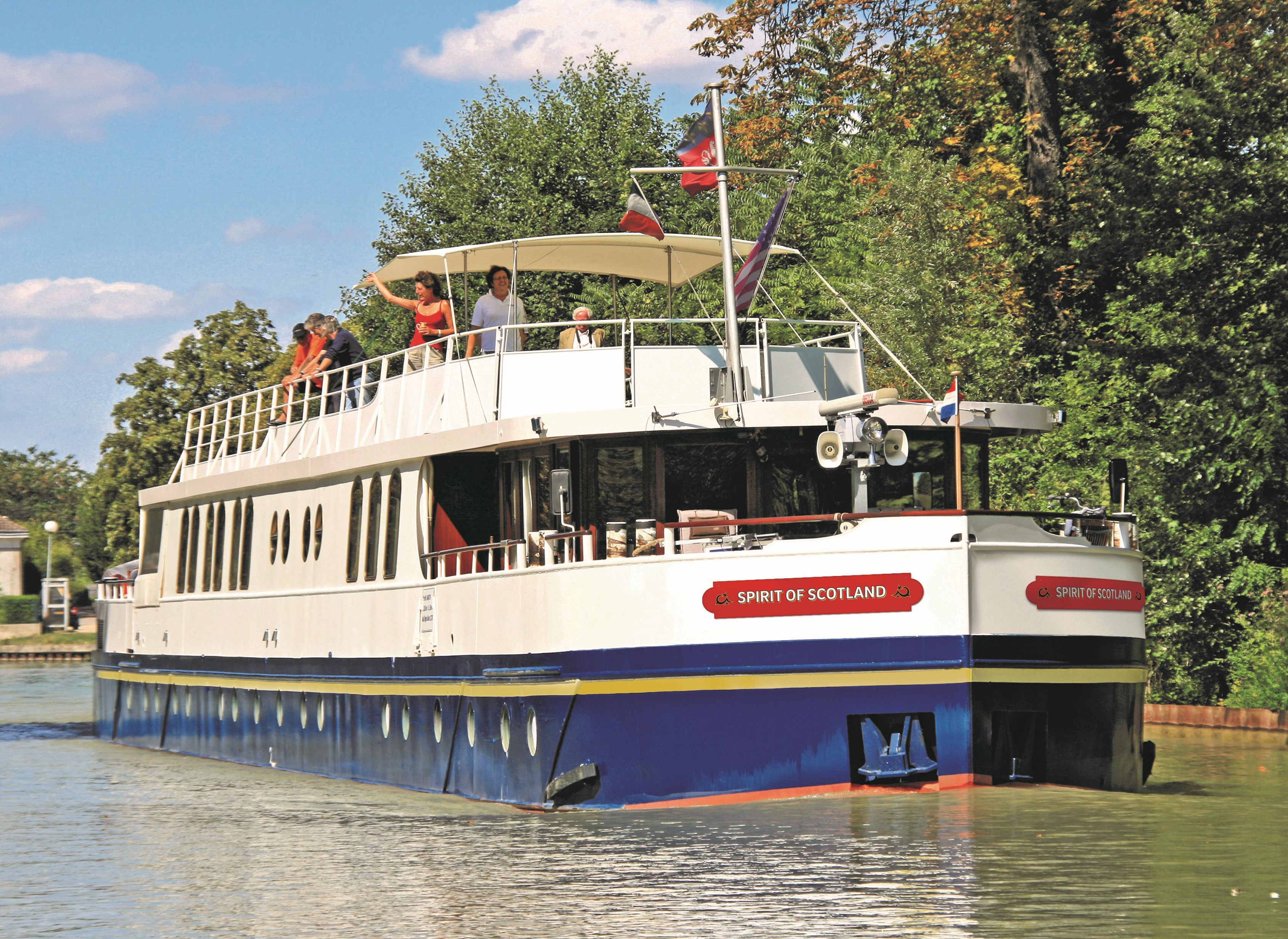 European Waterways Announces New Luxury Hotel Barge for Scotland ...
